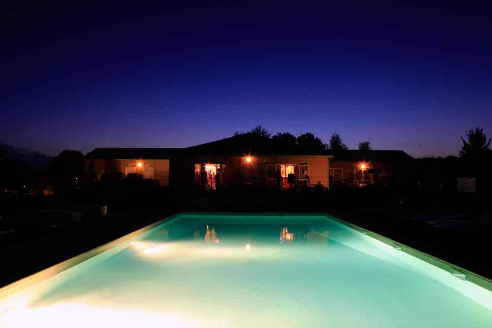 les-hameaux-de-miel-piscine-03