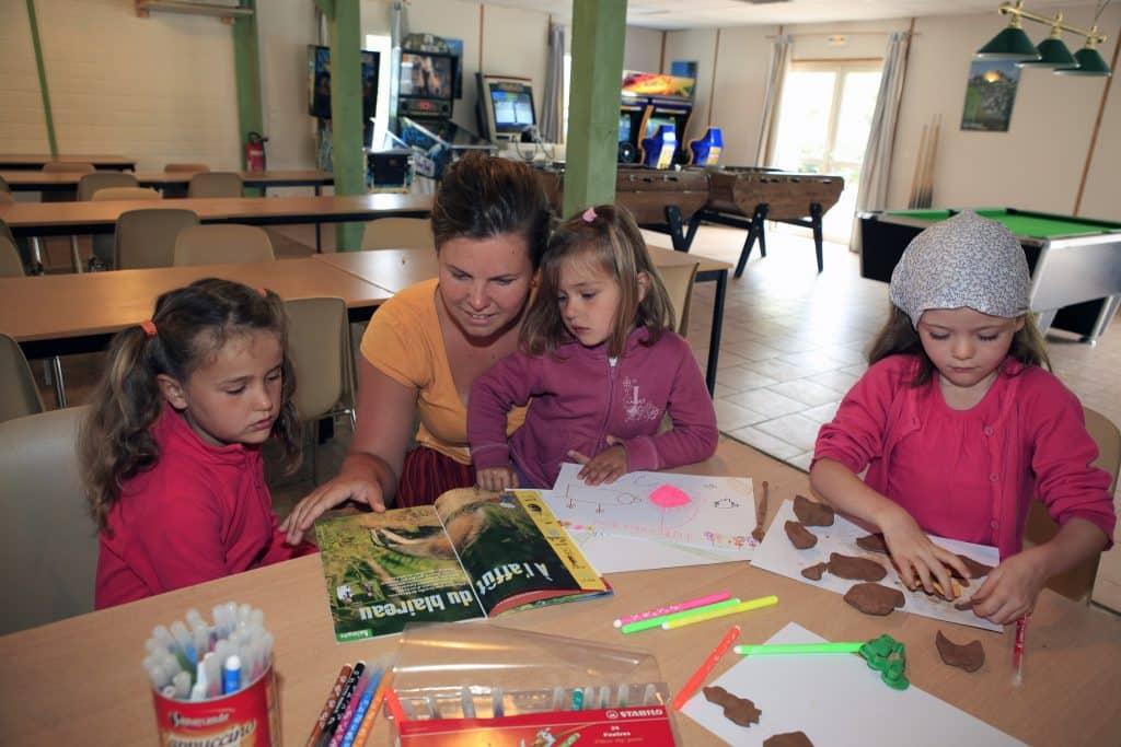 La résidence Les Hameaux de Miel propose des activités club enfants